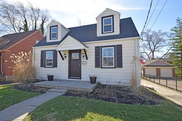 Cape Cod, Single Family Residence - Green Twp, OH (photo 2)