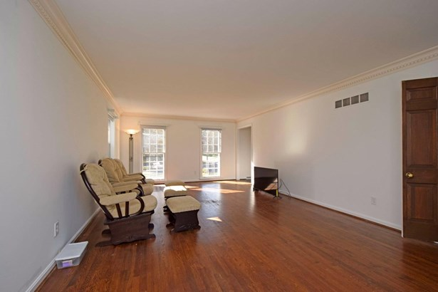 Single Family Residence, Colonial - Sycamore Twp, OH (photo 4)