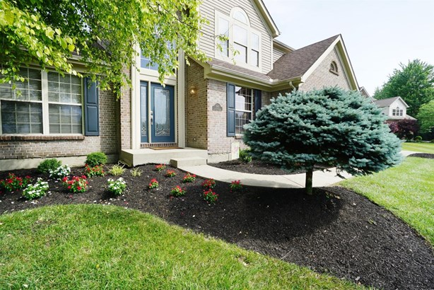 Transitional, Single Family Residence - Miami Twp, OH (photo 2)