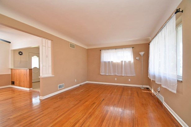 Cape Cod, Single Family Residence - North College Hill, OH (photo 4)