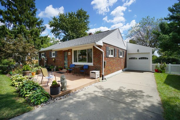 Single Family Residence, Ranch - Greenhills, OH (photo 1)
