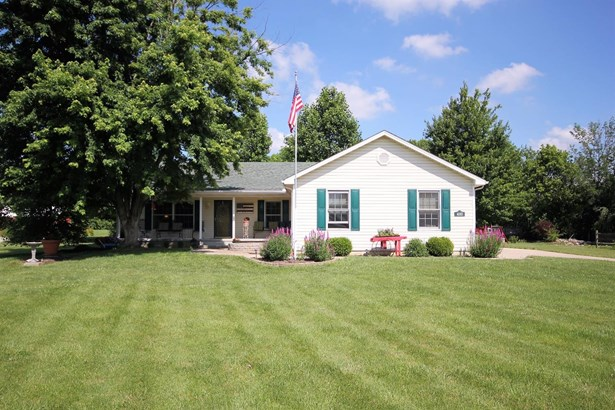 Single Family Residence, Ranch - Wayne Twp, OH (photo 1)