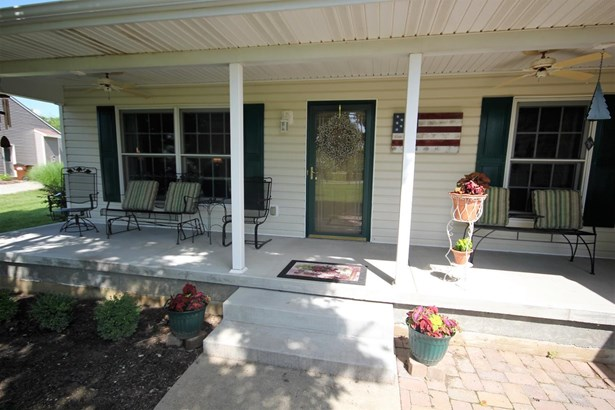 Single Family Residence, Ranch - Wayne Twp, OH (photo 4)