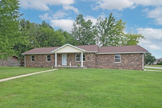 Single Family Residence, Ranch - Versailles, IN