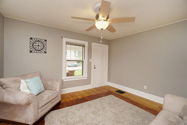 Cape Cod, Single Family Residence - Franklin, OH (photo 3)