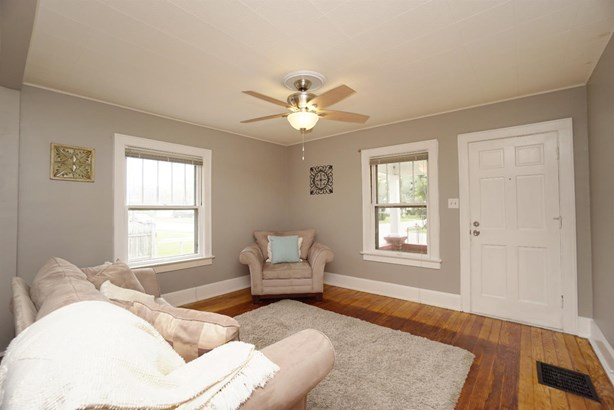 Cape Cod, Single Family Residence - Franklin, OH (photo 4)