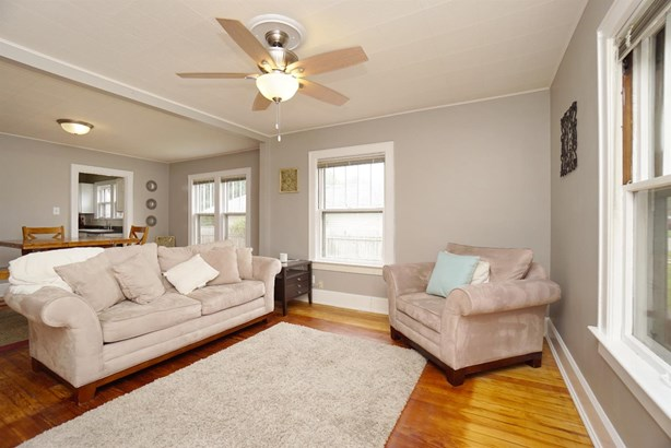 Cape Cod, Single Family Residence - Franklin, OH (photo 5)