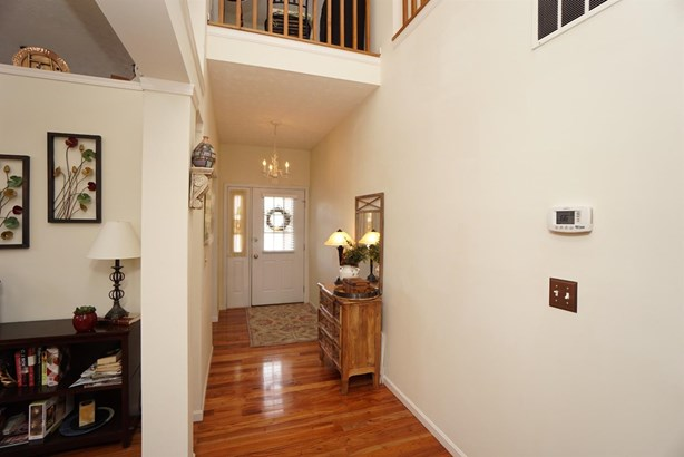 Transitional, Single Family Residence - Sharonville, OH (photo 3)