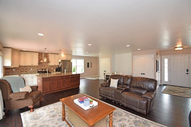 Single Family Residence, Ranch - Ohio Twp, OH (photo 4)