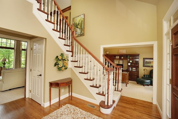 Transitional, Single Family Residence - Montgomery, OH (photo 3)