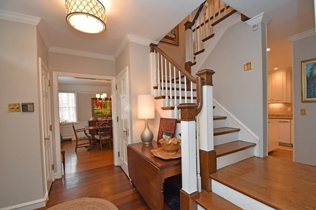 Single Family Residence, Colonial - Mariemont, OH (photo 3)