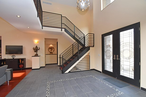 Single Family Residence, Contemporary/Modern,Transitional - Symmes Twp, OH (photo 2)