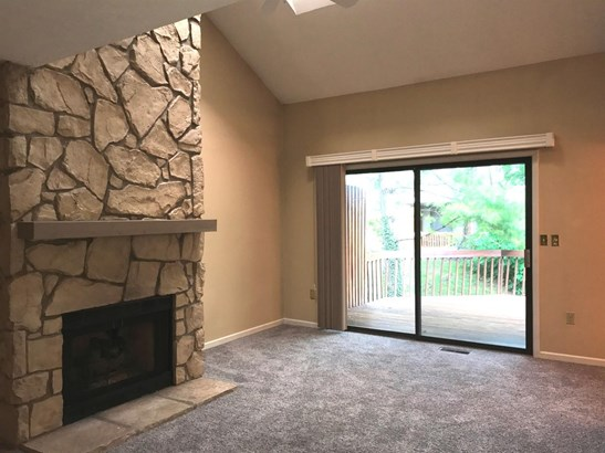 Transitional, Condominium - Springdale, OH (photo 5)