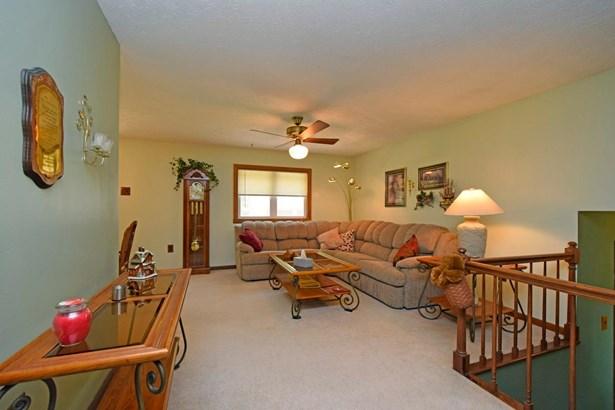 Single Family Residence, Traditional - Jackson Twp, OH (photo 3)