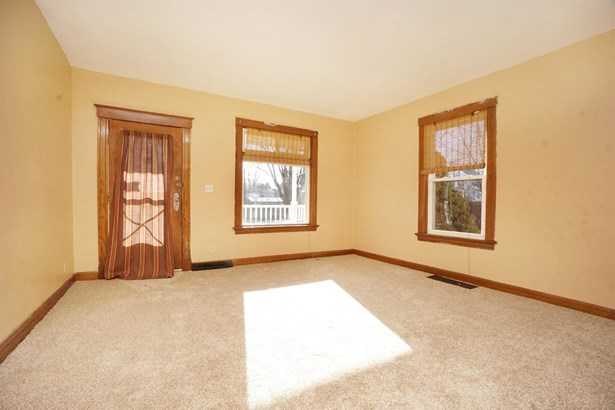 Single Family Residence, Traditional - North College Hill, OH (photo 4)