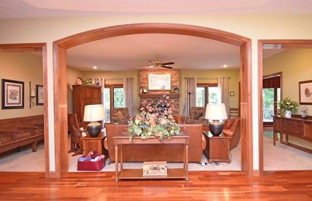 Single Family Residence, Traditional - Harlan Twp, OH (photo 5)