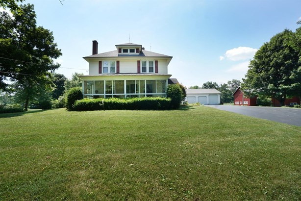 Single Family Residence, Traditional - Wayne Twp, OH