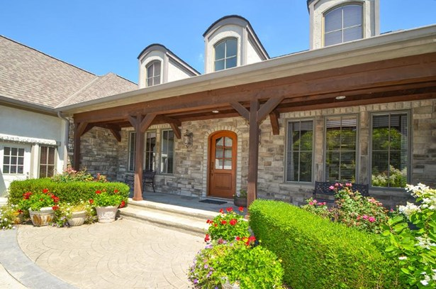 Single Family Residence, Traditional,Transitional - Hamilton Twp, OH (photo 3)