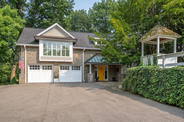 Transitional, Single Family Residence - Indian Hill, OH