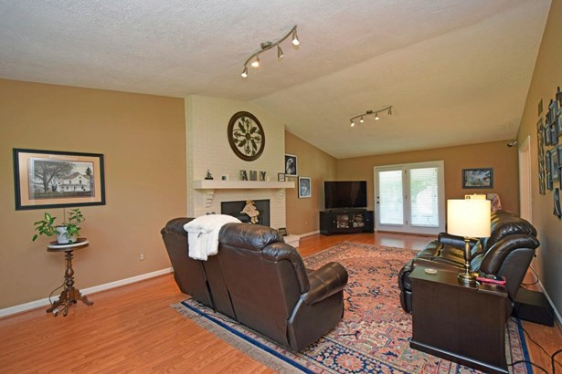 Single Family Residence, Traditional - Williamsburg Twp, OH (photo 2)