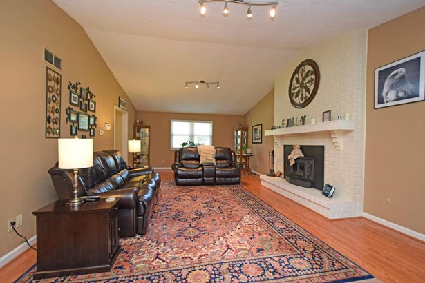 Single Family Residence, Traditional - Williamsburg Twp, OH (photo 3)