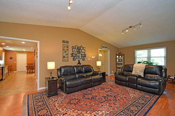 Single Family Residence, Traditional - Williamsburg Twp, OH (photo 4)