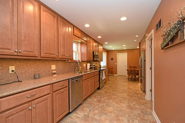 Single Family Residence, Traditional - Williamsburg Twp, OH (photo 5)