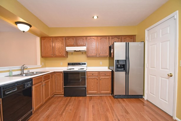 Condominium, Traditional - Loveland, OH (photo 2)