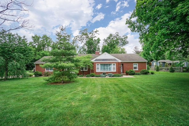 Single Family Residence, Ranch - Fairfield Twp, OH