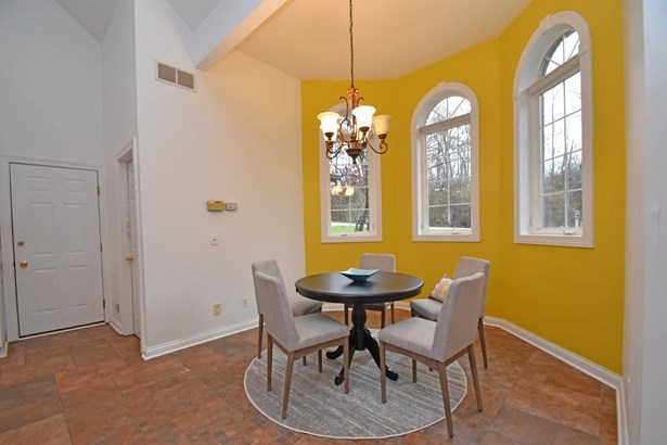Transitional, Single Family Residence - Green Twp, OH (photo 3)