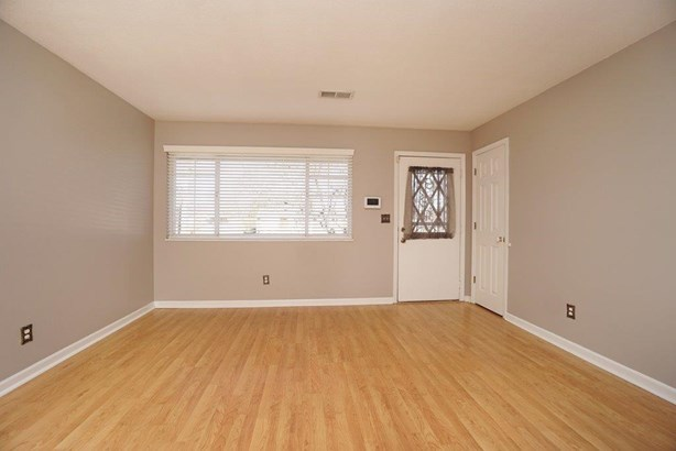 Ranch,Traditional, Single Family Residence - Colerain Twp, OH (photo 4)