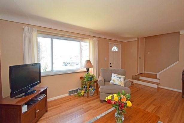 Cape Cod, Single Family Residence - Springfield Twp., OH (photo 4)