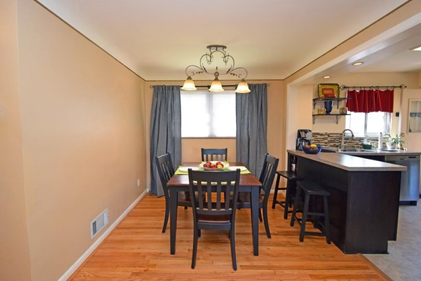 Cape Cod, Single Family Residence - Springfield Twp., OH (photo 5)