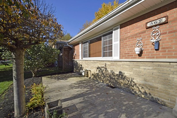 Single Family Residence, Traditional - Springdale, OH (photo 2)