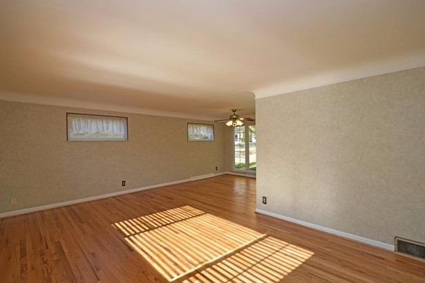 Single Family Residence, Traditional - Springdale, OH (photo 4)