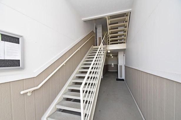 Condominium, Traditional - Colerain Twp, OH (photo 2)