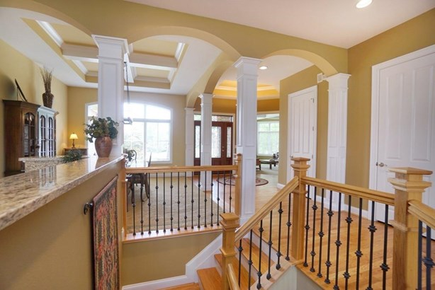 Transitional, Single Family Residence - Symmes Twp, OH (photo 2)