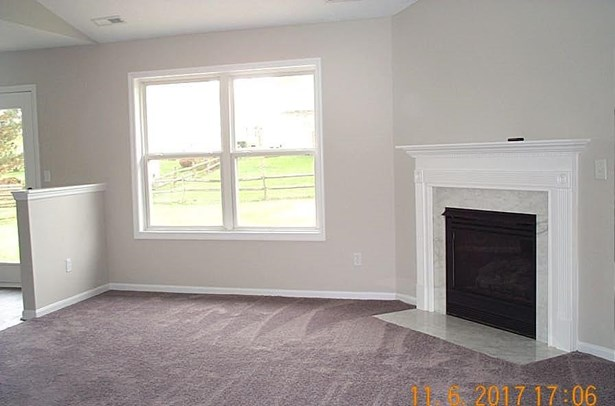Single Family Residence, Traditional - Trenton, OH (photo 5)