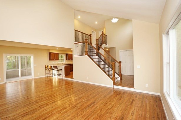 Transitional, Single Family Residence - Symmes Twp, OH (photo 3)