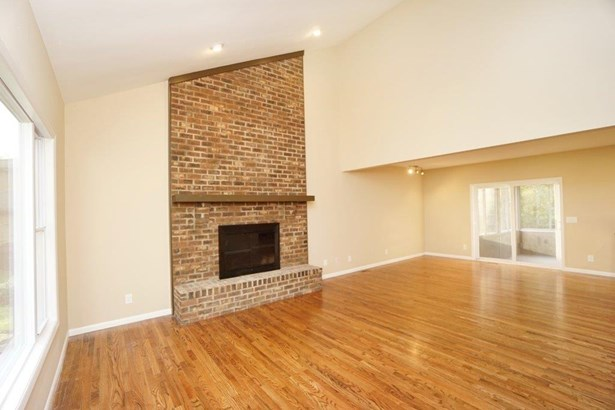 Transitional, Single Family Residence - Symmes Twp, OH (photo 4)