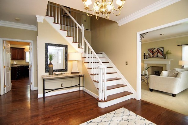 Single Family Residence, Traditional - Sharonville, OH (photo 4)