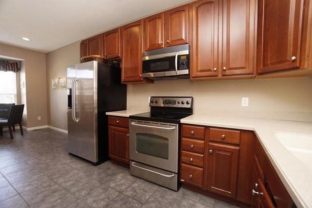 Transitional, Condominium - Newtown, OH (photo 4)