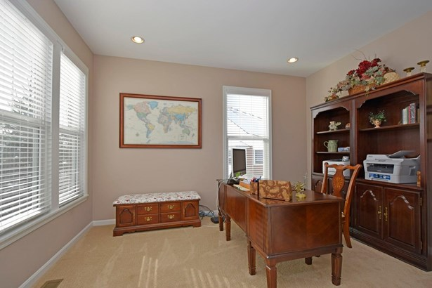 Transitional, Single Family Residence - Franklin Twp, OH (photo 3)