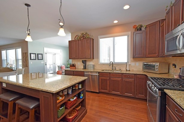 Transitional, Single Family Residence - Franklin Twp, OH (photo 5)