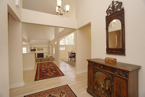 Single Family Residence, Contemporary/Modern - Cincinnati, OH (photo 4)