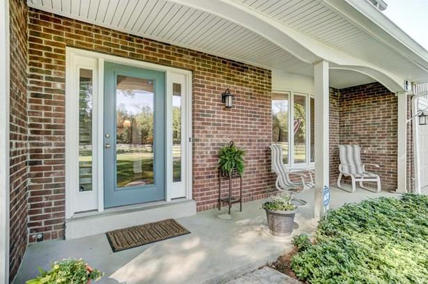 Transitional, Single Family Residence - Hamilton Twp, OH (photo 2)