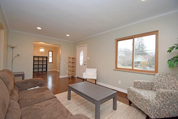 Cape Cod, Single Family Residence - Silverton, OH (photo 5)