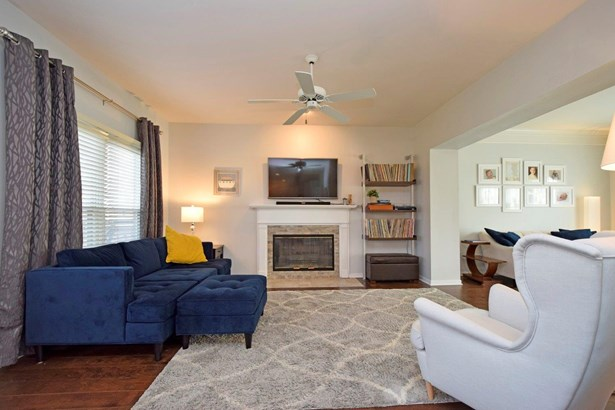 Transitional, Single Family Residence - Milford, OH (photo 5)