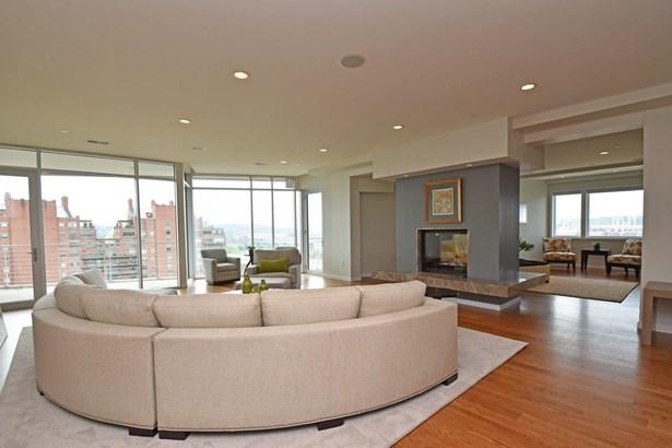Condominium, Contemporary/Modern - Cincinnati, OH (photo 4)