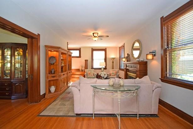 Single Family Residence, Craftsman/Bungalow - Cincinnati, OH (photo 4)